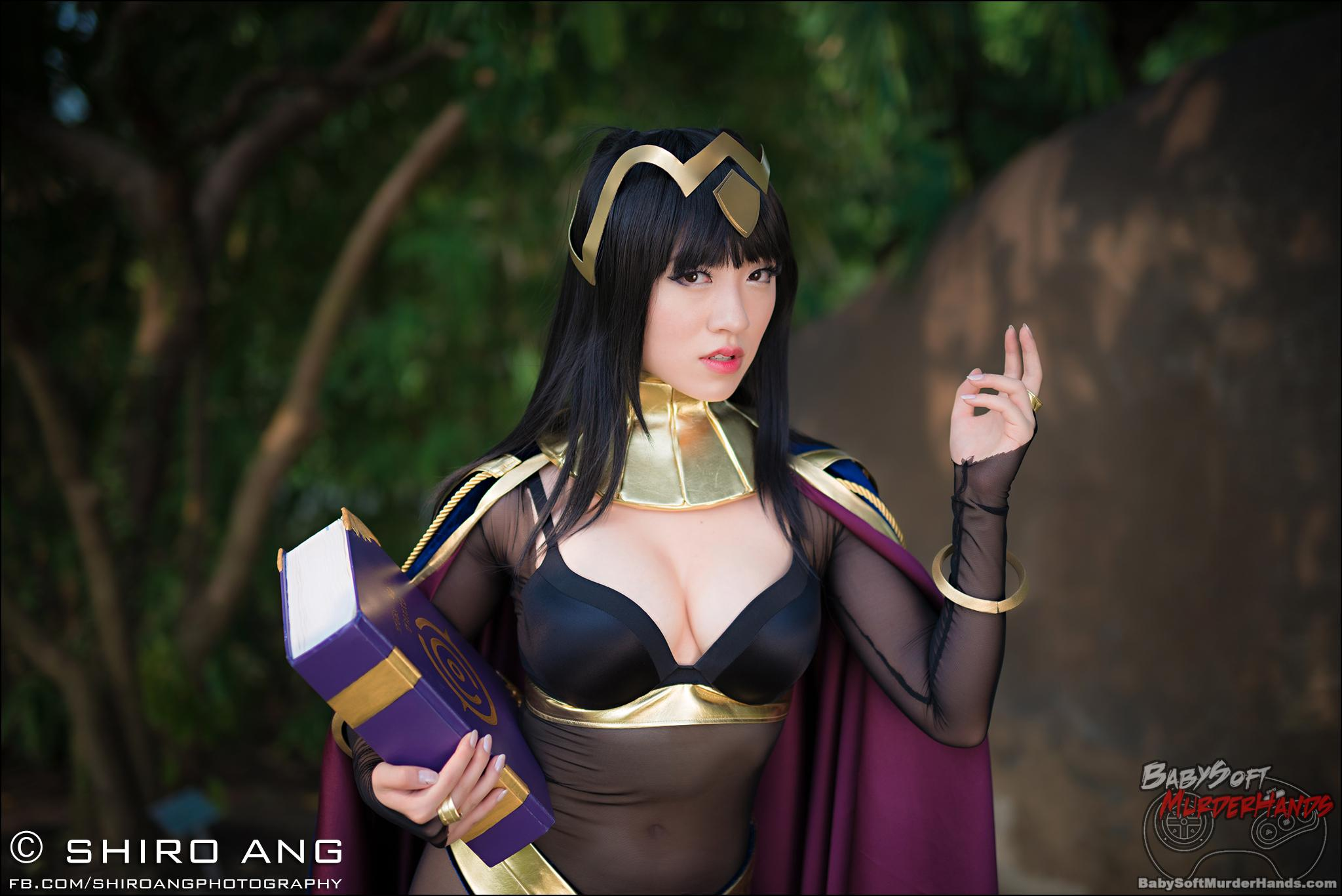 Tharja cosplay from Fire Emblem: Awakening