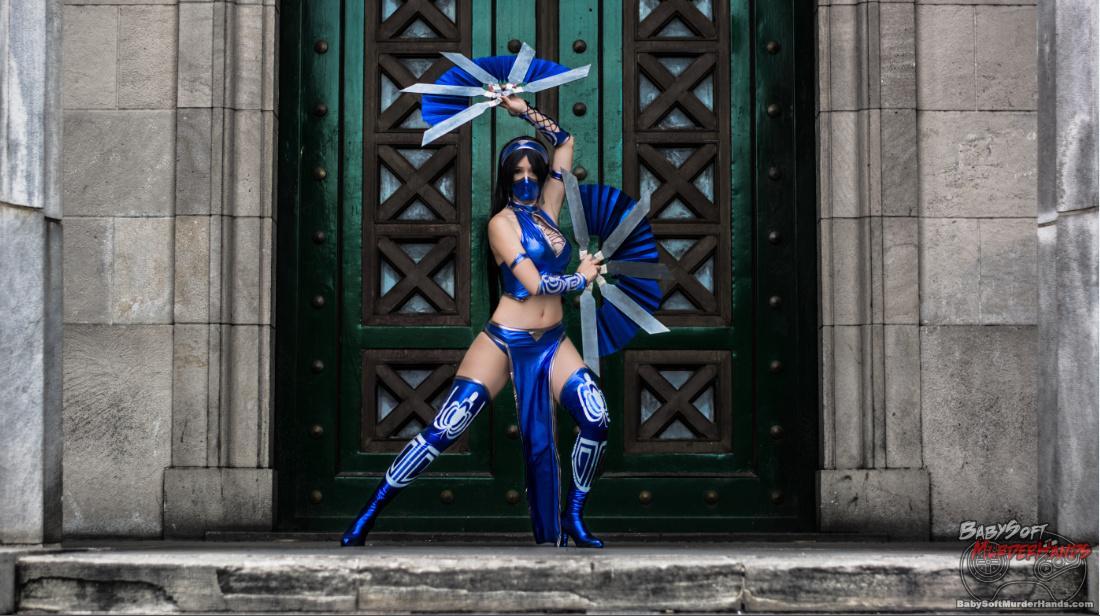 Sophie Valentine Kitana cosplay from Mortal Kombat